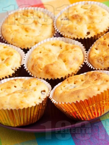 Солени мъфини с царевица, кисели краставички и синьо сирене - снимка на рецептата